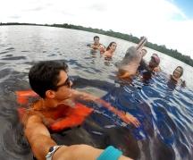 Nadar com os botos